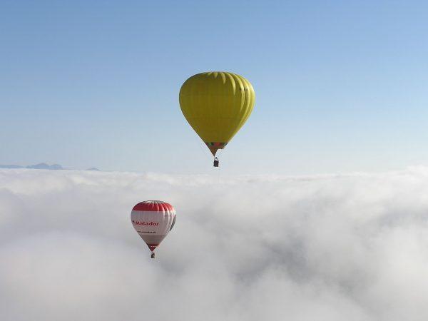 Balóny nad oblakmi